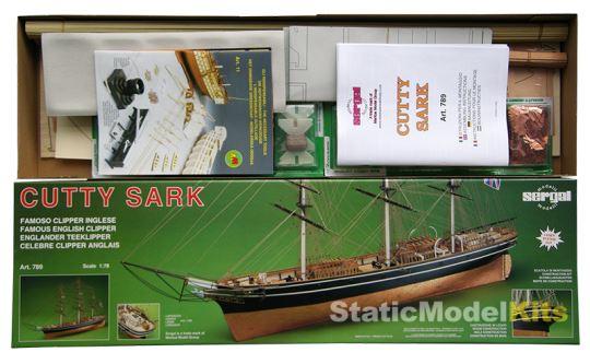 Otevřené balení stavebnice plachetnice Cutty Sark